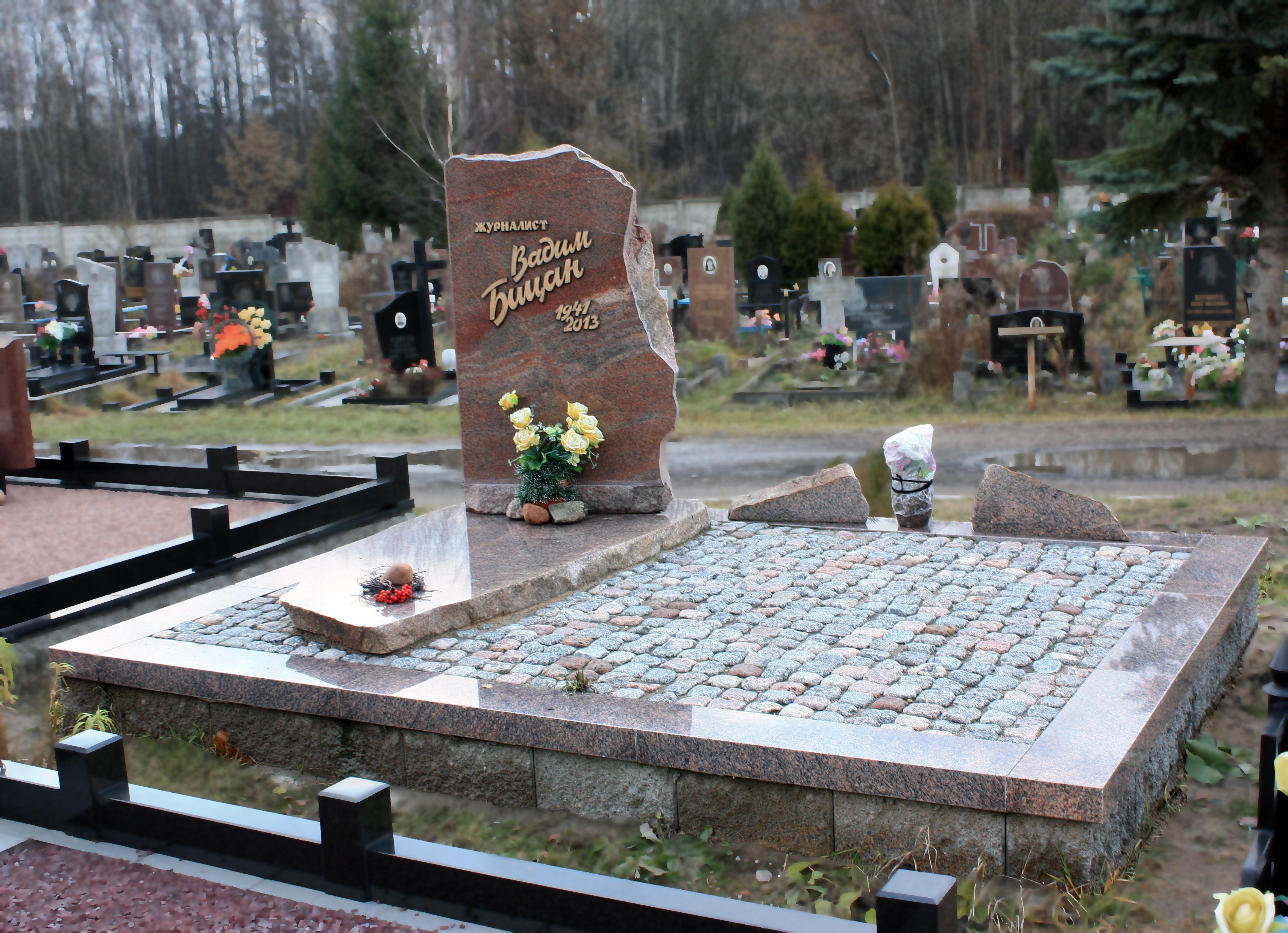 благоустройство могил: мощение брусчаткой