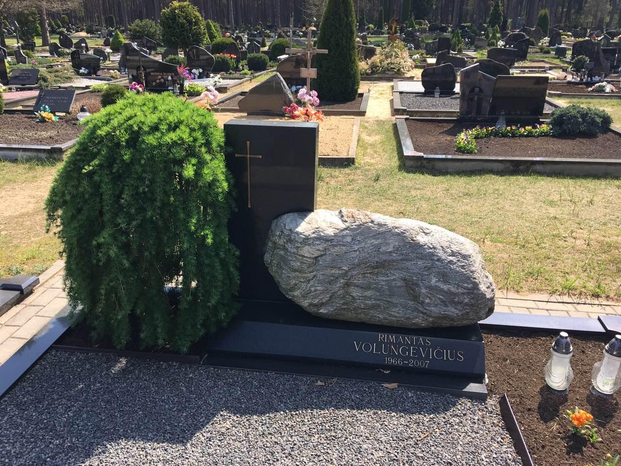 современный камень на могилу