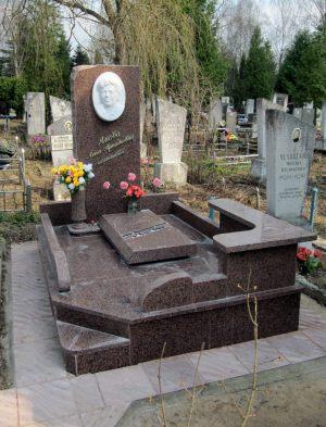 Памятник с мраморным барельефом