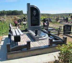 Памятник из серого гранита