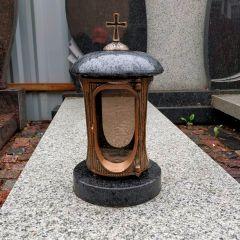 Гранитная лампада с крестом