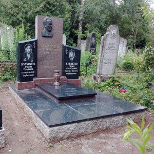 Памятник на тройном захоронении