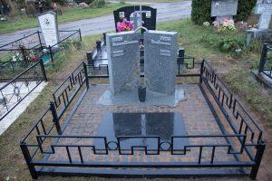 Памятник из двух стел с крестом