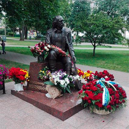 Памятник Владимиру Мулявину в Минске