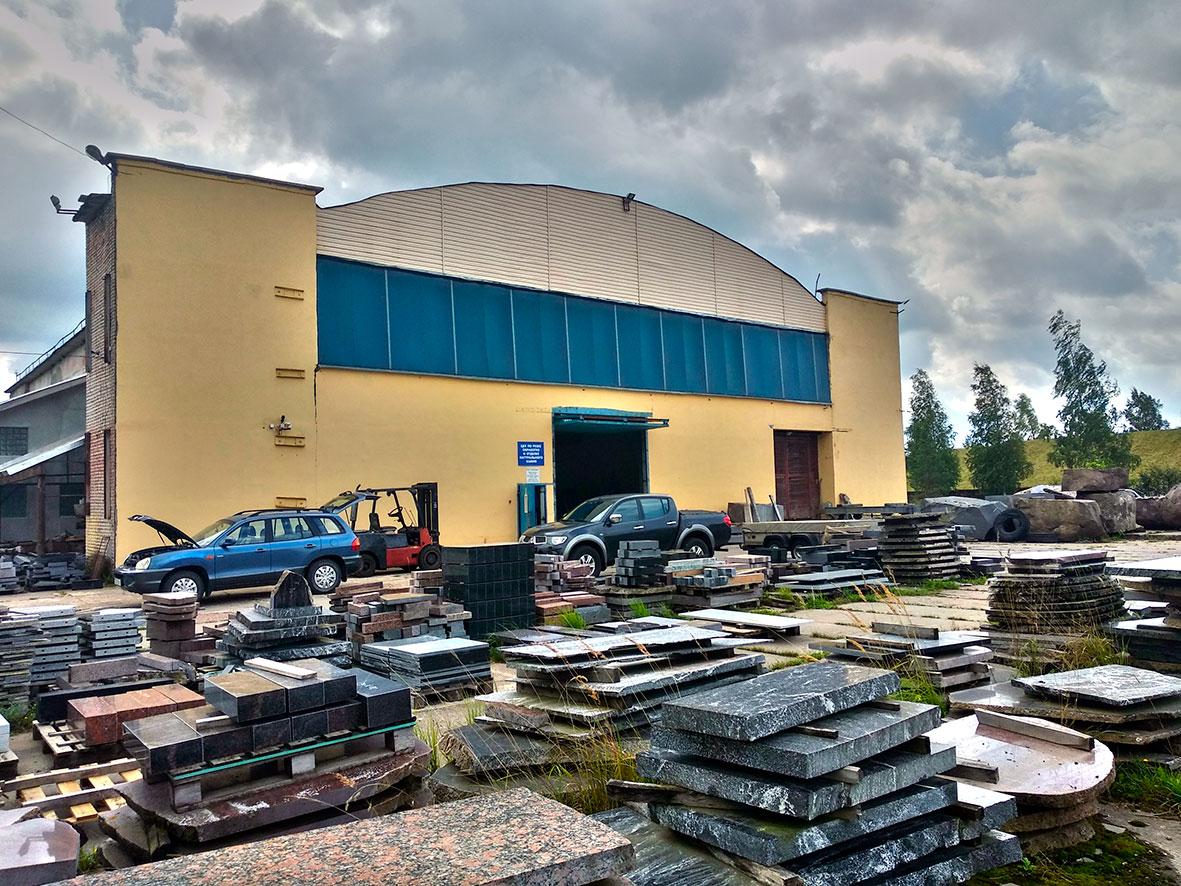 здание завода фирмы посткамень