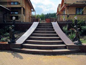 Лестница из гранита с бордюрами
