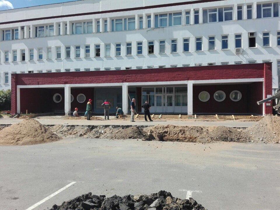 крыльцо МЗКТ во время реконструкции