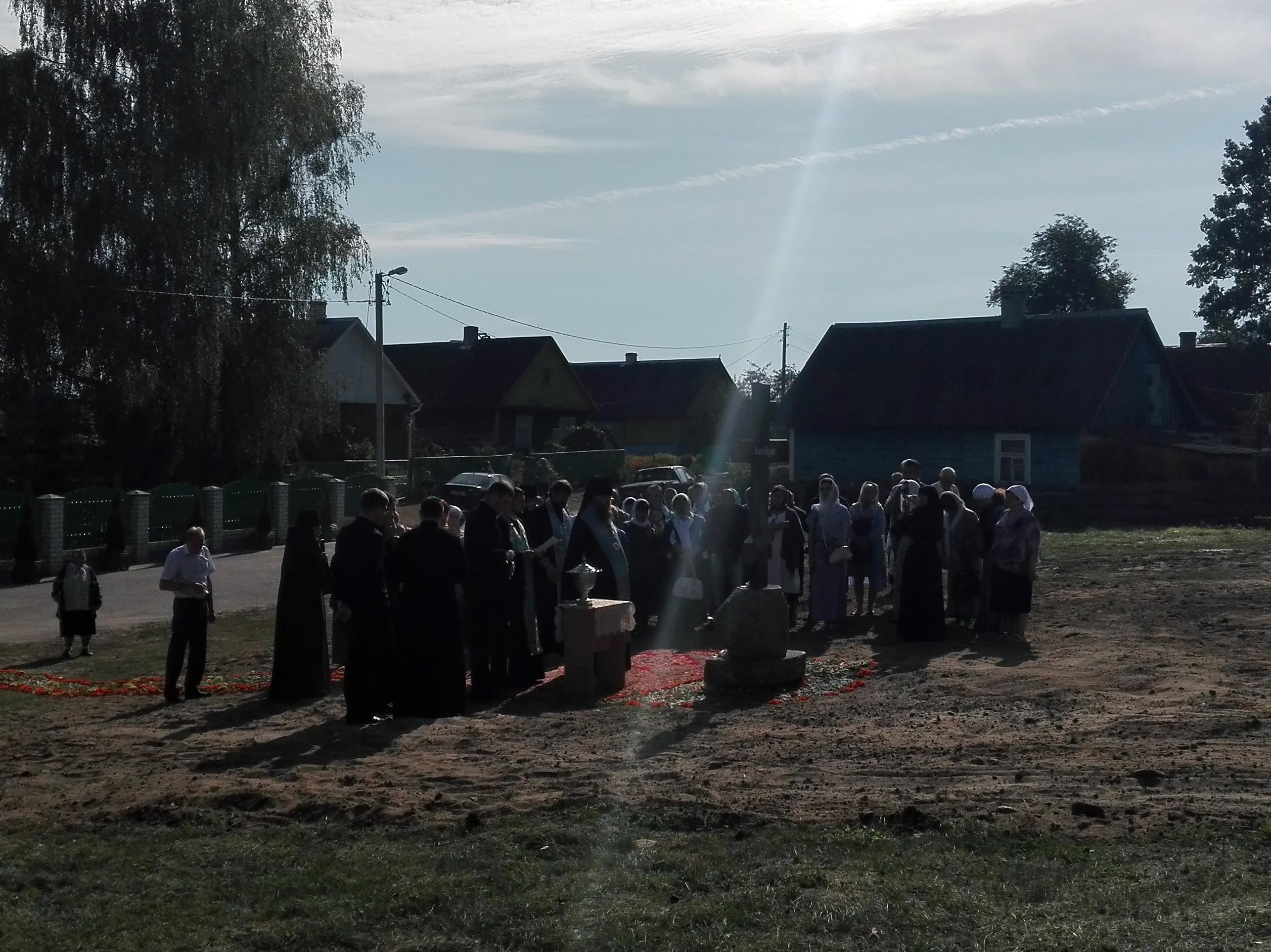 освящение каменного поклонного креста