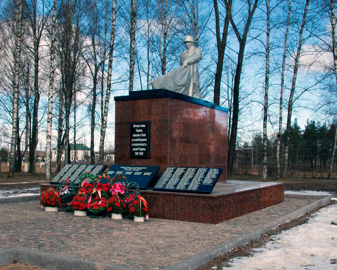 памятник героям ВОВ до реставрациипосле