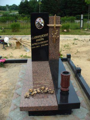 Памятник с двойной стелой