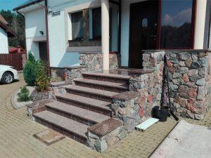 Входная лестница из камня